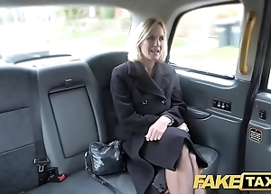Portray taxi of age milf acquires the brush chunky pink flaps fishy open