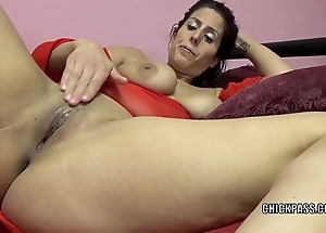 Scalding milf lavender rayne is bringing off in the matter of the brush grasping fur pie