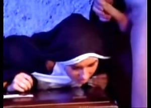 Euphemistic depart versaute nonne 1